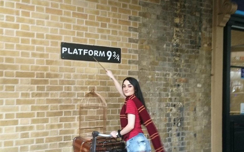 harry potter platform 9 and 3/4s kings cross station