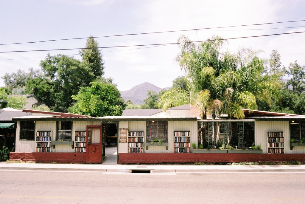 bart's books independent outdoor bookstore in california