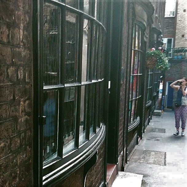 goodwin's court london - real life Harry Potter knockturn alley - literary spots in London