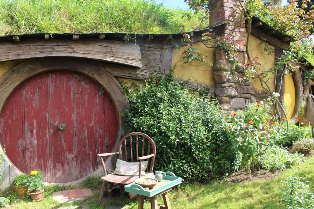 the shire, hobbiton lord of the rings filming locations - lotr bucket list