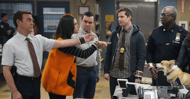 Halloween TV specials ; brooklyn 99 halloween heist. Amy and Boyle are pointing the finger at Jake