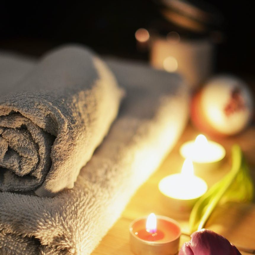 love romantic bath candlelight as a one of these eco-friendly valentine's day gifts list